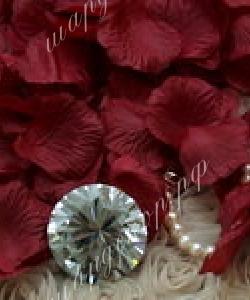 Лепестки роз, бордо